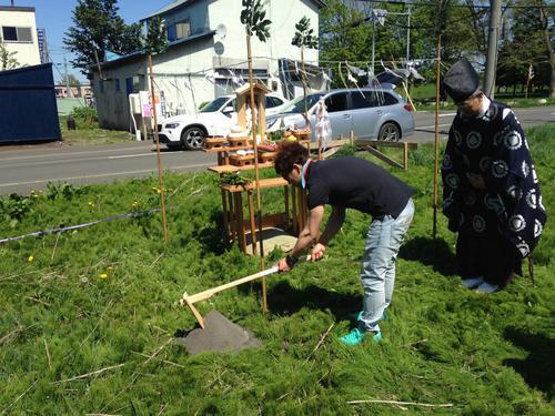 地鎮祭での鍬入れの儀
