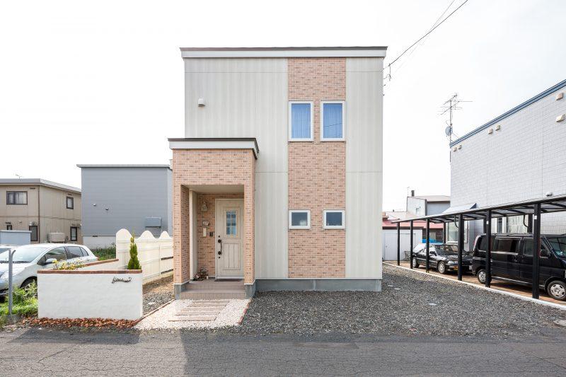 一戸建て住宅の全景写真