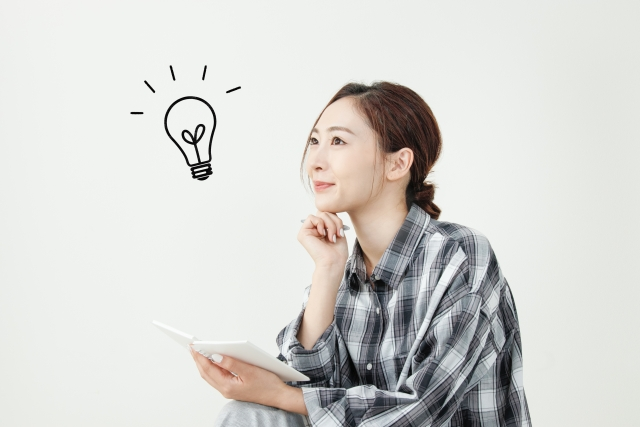 アイデアを思い付く女性